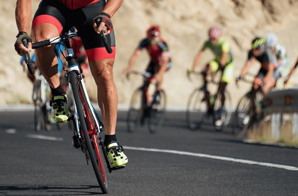 Cyclistes en montagne