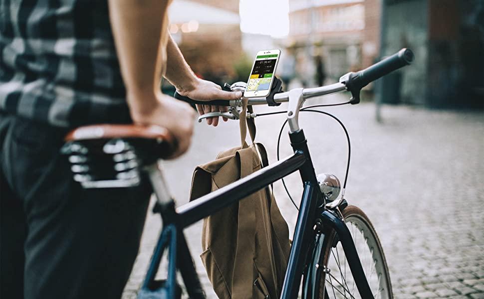 Salarié allant au travail en vélo